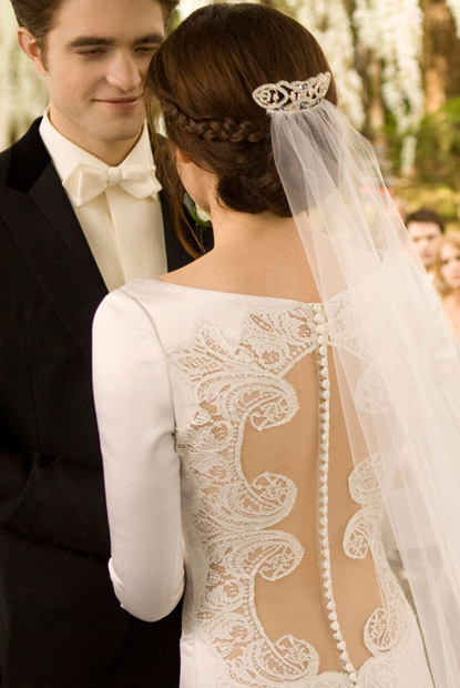 twilight-breaking-dawn-bella-wedding-dress-kristen-stewart-carolina-herrera-5